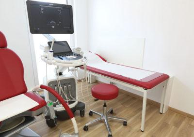 Praxis-Dr-Cassens-Luedinghausen-Zimmer-1-Liege